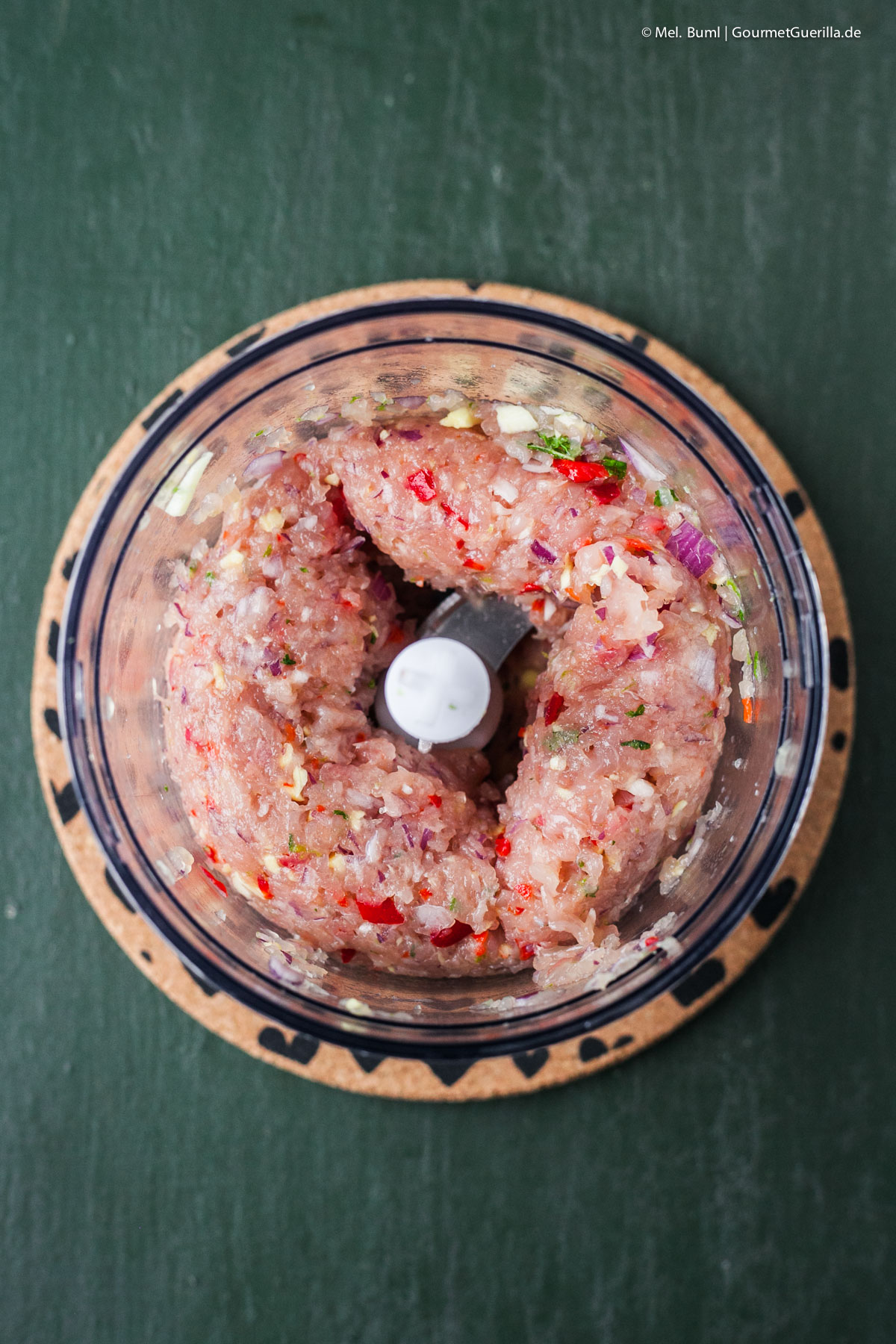 Make Minced Meat for yourself Summery rice noodle salad with Asia pesto and poultry chop bait GourmetGuerilla.com