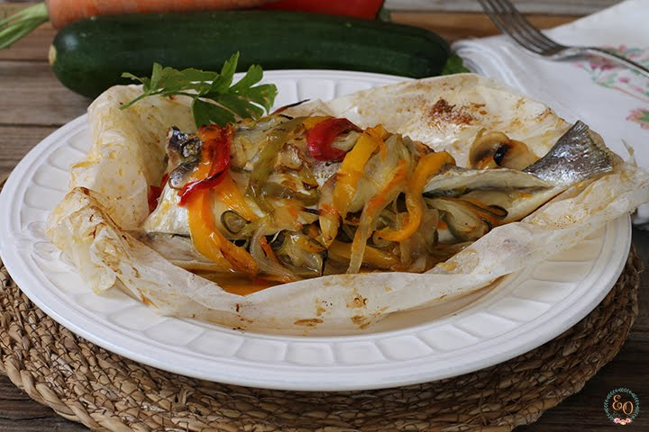 GOLDED IN PAPILLOT WITH VEGETABLES
