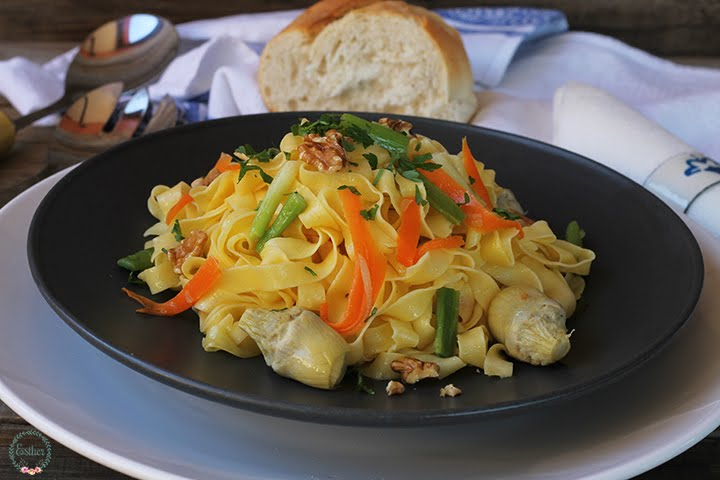 NOODLES WITH NUTS AND ARTICHOKES